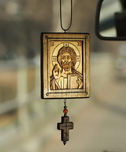 Икона Иисуса Христа в машину