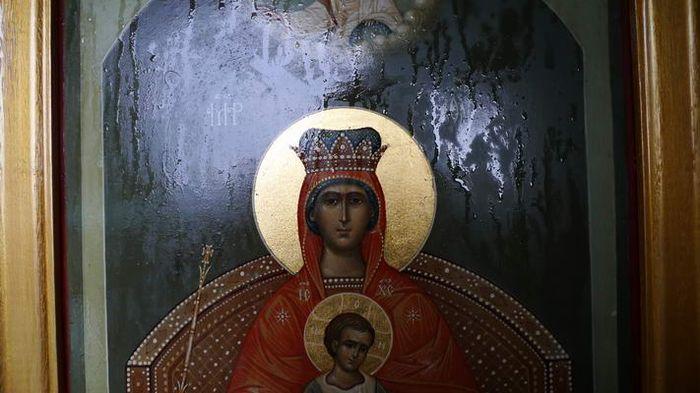 Мироточащая икона Матери Божией