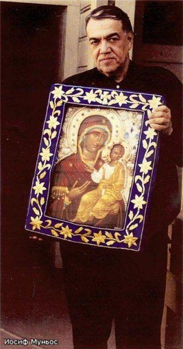 Иосиф (Хосе Муньос-Кортес) с Иверской иконой