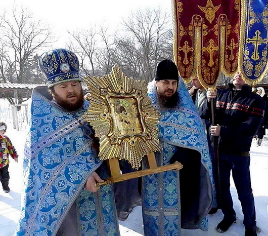 Крестный ход с иконой Почаевской Богоматери