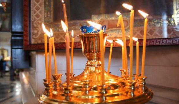 Свечи за здравие в церкви