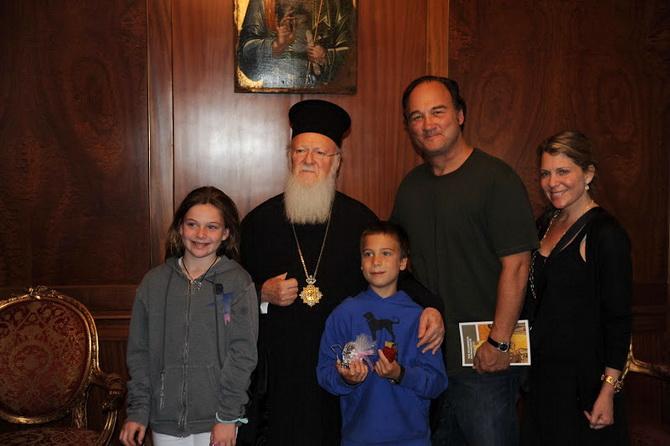 Джеймс Белуши и священник