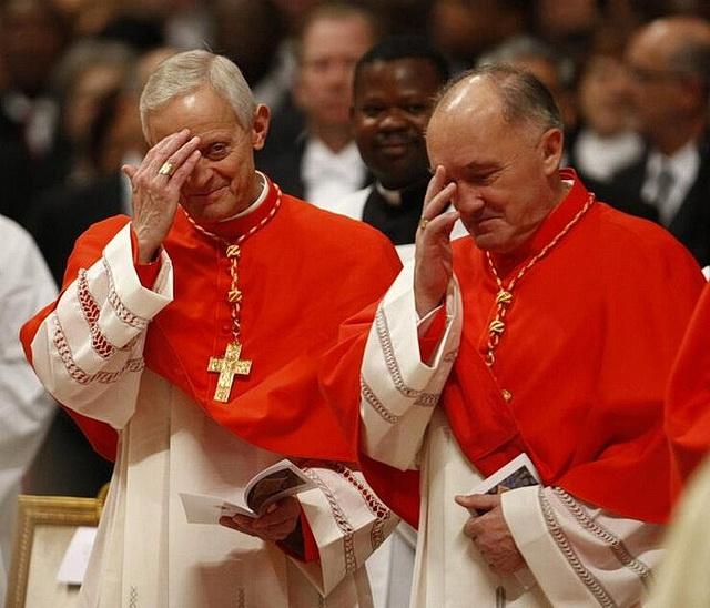 Крестное знамение у католиков