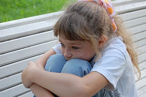 Расстроенная девочка
