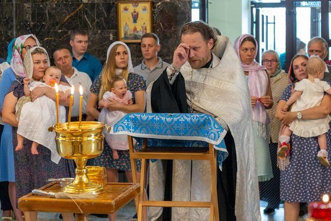 Младенцы и их крестные родители