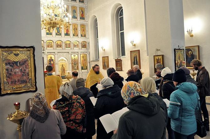 Молебен с акафистом