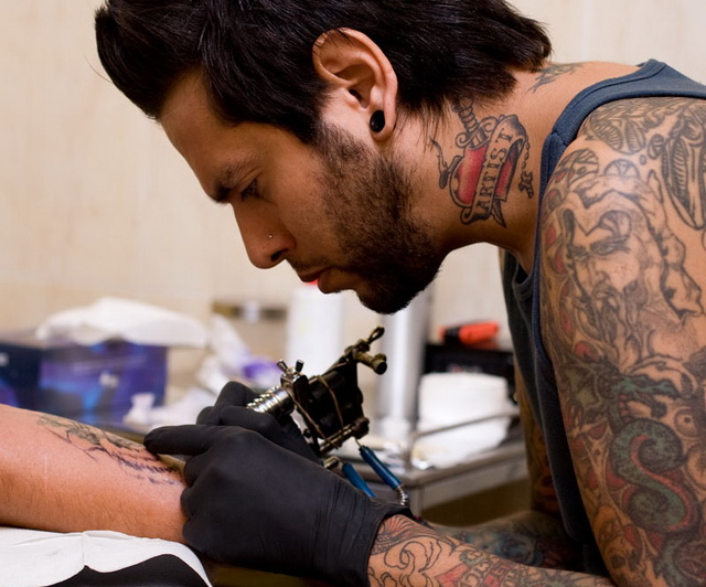 Набивка татуировки