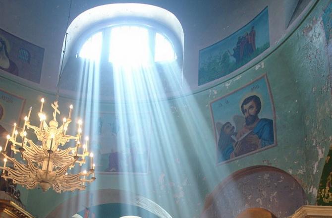 Солнечные лучи в храме