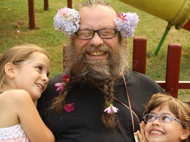 Радостный священник