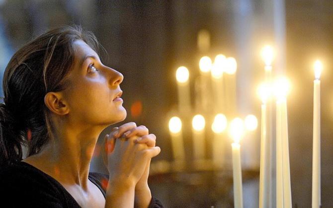 Искренняя молитва в церкви