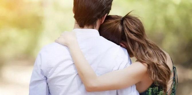 Люди обнимаются