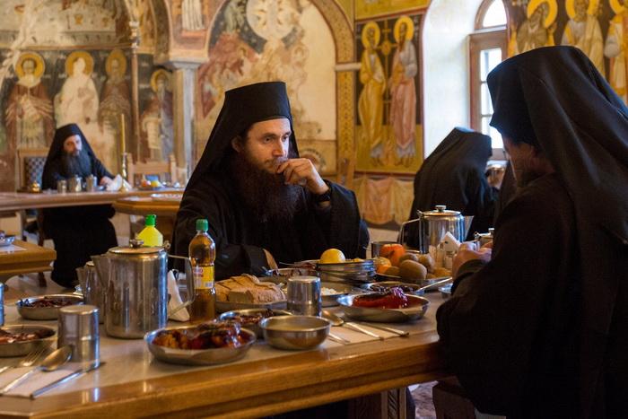 Питание монахов