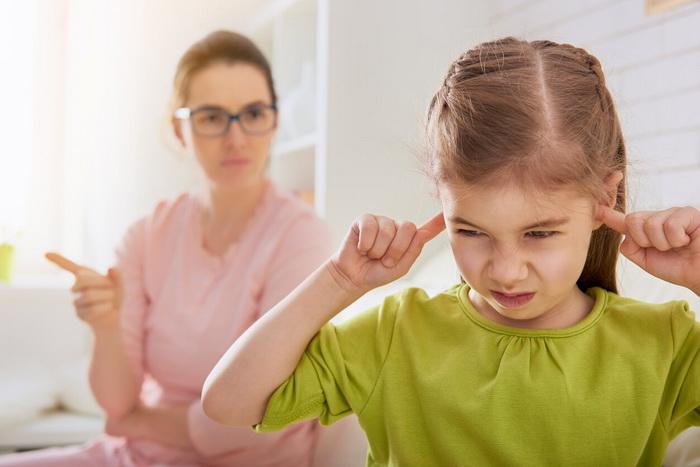 Ребенок не слушается родителей