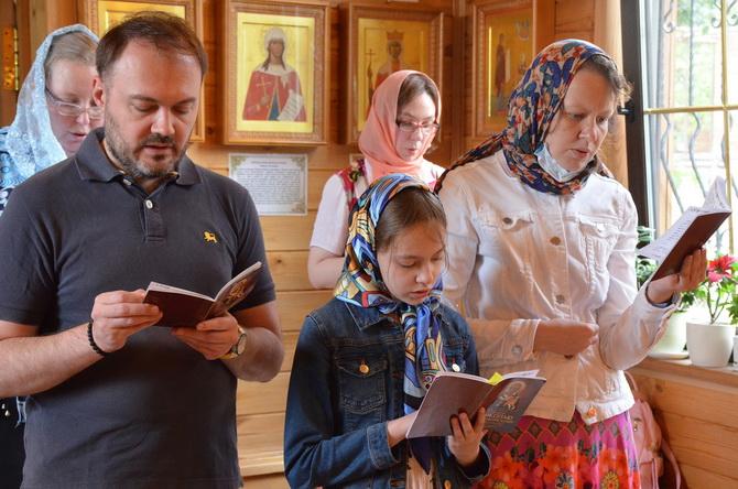 Православная семья в храме