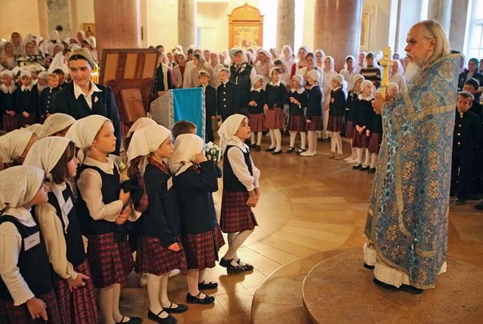 Священник и дети
