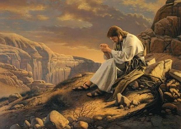 Иисус Христос молится рано утром в пустыне