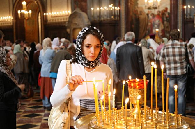 Христианка в храме
